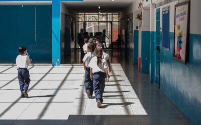 """Alumnos y profesores de la Escuela Básica Bolivariana """"Ricardo Mont..."""