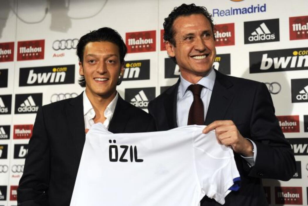 El alemán Mesut Özil llegó al Real Madrid por un fichaje que se estimó e...