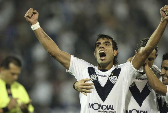 El centrocampista Augusto Fernández anotó dos goles en el triplete final...