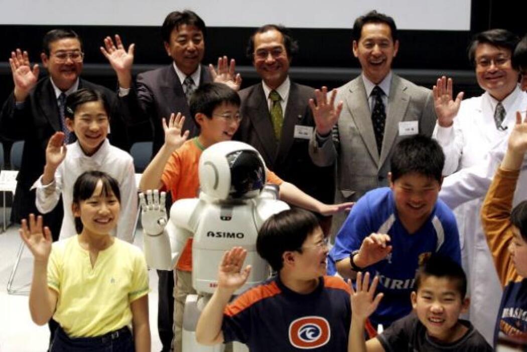 La empresa Honda también pretende que ASIMO anime a los jóvenes a optar...