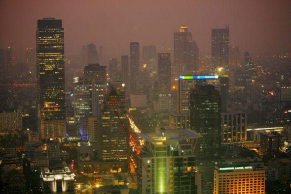 Bangkok, Tailandia.  Puedes visitar lugares como el templo principal de...