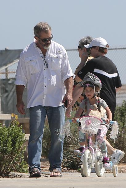 Mel demostró sus dotes paternos al cuidar a su hija, además de guiar a L...