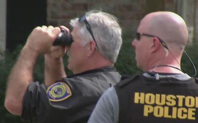 Dos oficiales heridos y un sospechoso muerto deja una balacera en el sur...