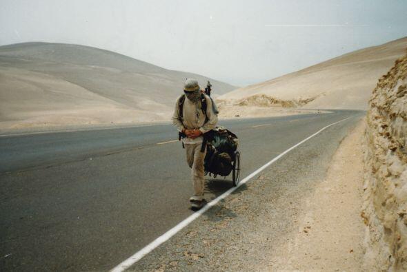Karl Bushby comenzó su épico viaje en Noviembre de 1998 en Punta Arenas,...