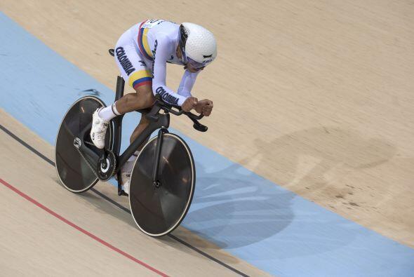 El ciclista colombiano, Fernando Gaviria, conquistó el oro en la prueba...