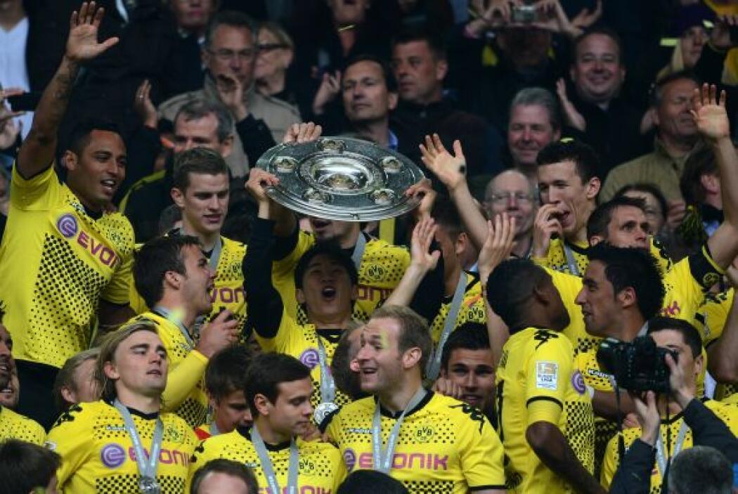 El dominio del Borussia Dortmund se mantuvo en la Bundesliga alemana, lu...