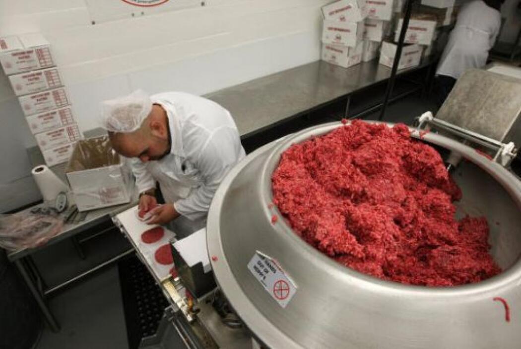 Uso de máquinas de procesamiento de carne.