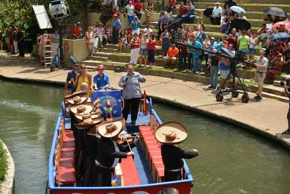 Raúl de Molina y Lili Estefan transmitieron en vivo desde San Antonio, T...