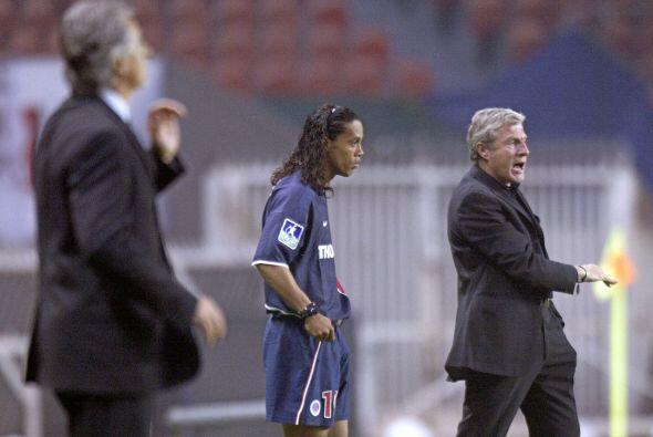 Ronaldinho tardaría 2 meses 9 días en anotar su primer tan...
