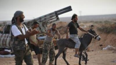 Las nuevas autoridades libias temen que Gadafi trate de escapar a uno de...