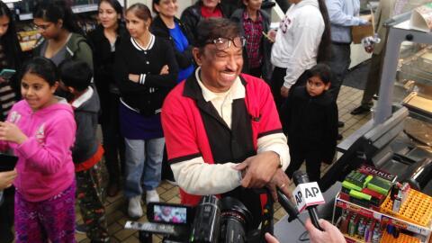Dependiente de 7-Eleven donde se vendió el Powerball ganador en Chino Hills