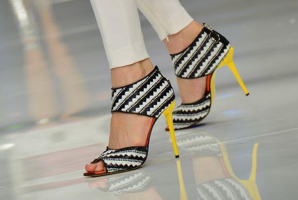 Otra cosa que debes considerar es en usar zapatillas con tacón gr...