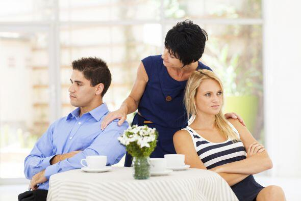 Será obvio también que, cuando ella esté cerca, llene de atenciones a su...