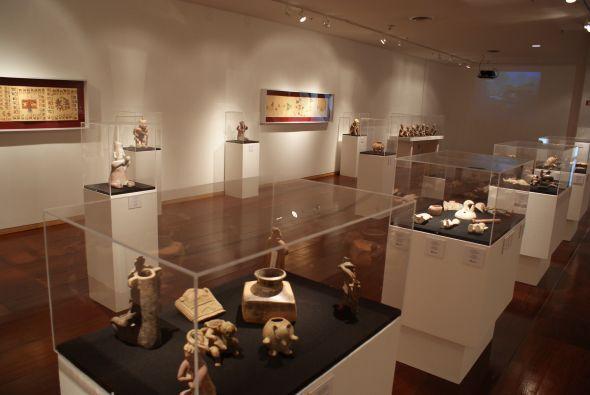 En la exposición también se muestran piezas de la época mesoamericana.