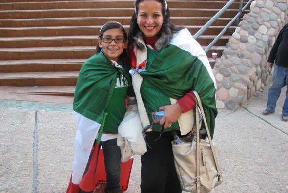 Previo al juego los aficionados mexicanos llegaron al estadio Malvinas A...