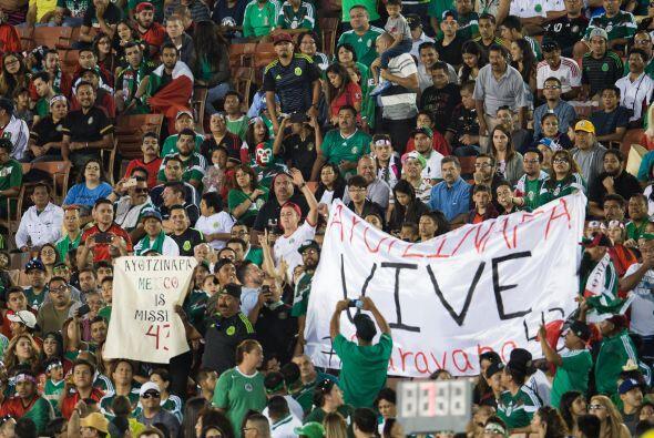 La mayoría de la afición era mexicana en el estadio y se veían pancartas...