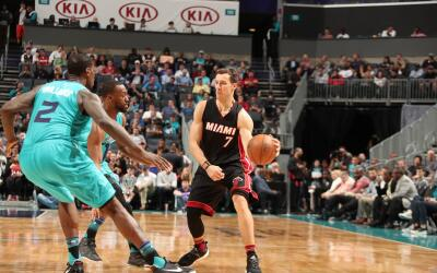 Goran Dragic anotó 33 puntos y el Heat encestó 21 triples.