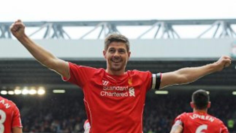 El capitán del Liverpool anotó el gol de la victoria sobre QPR al minuto...