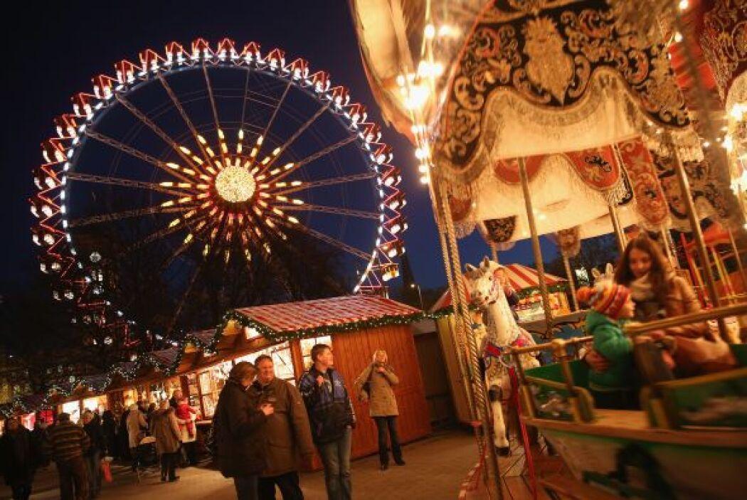 El mercado se instala frente a la hermosa catedral de Colonia donde se p...