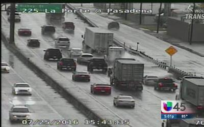 Lluvias inundan parcialmente carreteras en Houston