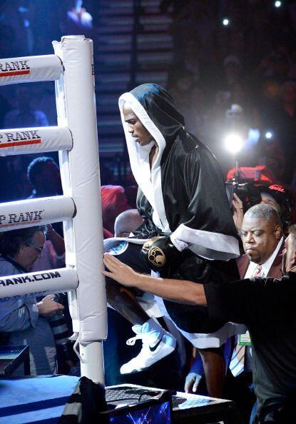 Timothy Bradley fue el primero en subir al ring. muy serio y concentrado.