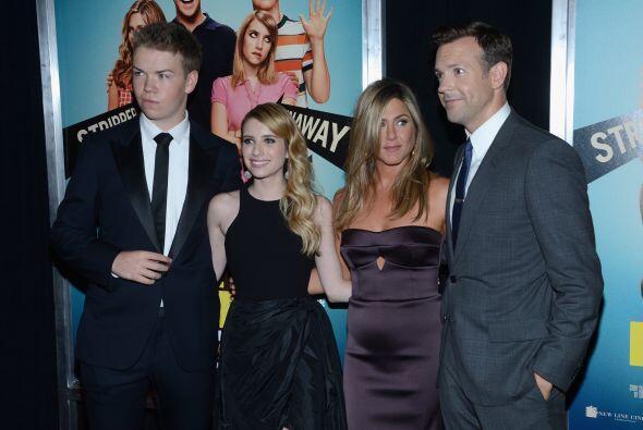 La actriz acudió al estreno de la cinta 'We're The Millers' y lució herm...