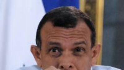 """El gobierno hondureño rechazó que el presidente Porfirio Lobo tenga un """"..."""
