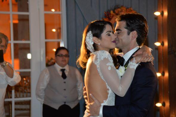Uno de los momentos más emotivos de la noche, el primer baile de...