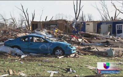 Lenta recuperación por tornados en Illinois