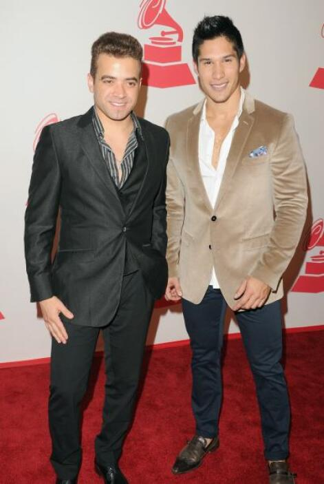 Chino y Nacho dejaron en su clóset los jeans y salieron muy elegantes.