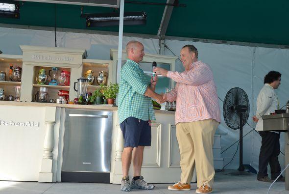 """El Food Network South Beach Wine and Food Festival, presentado por """"Food..."""