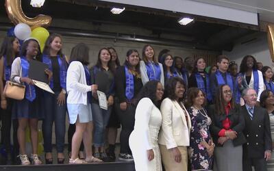 Pese a que no se han graduado de preparatoria, 32 estudiantes reciben tí...