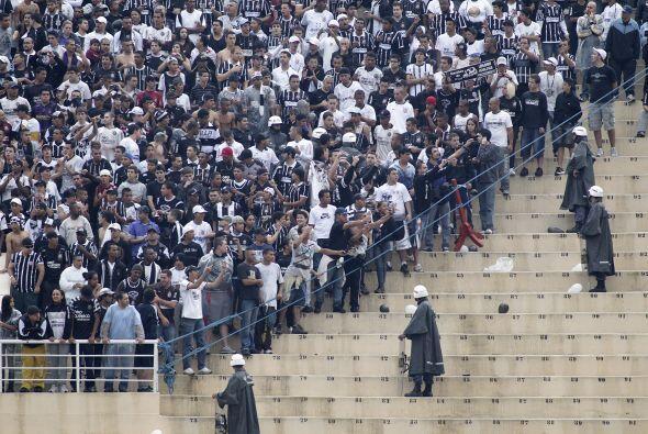 Cambio de escenario, la imagen corresponde al estadio Pacaembú, los hinc...
