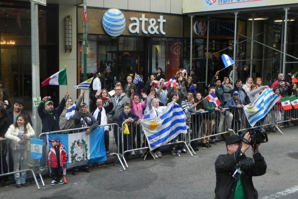 El equipo de Univision 41 se unió a las celebración del mes de la hispan...