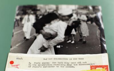 Una impresión en blanco y negro de la icónica imagen capta...