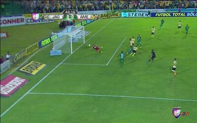 Jaguares vs América: Doble jugada de gol de Jaguares atajada por Moisés...