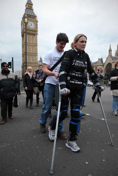 Claire Lomas de 32 años quedó paralizada al caerse de un caballo en el 2...