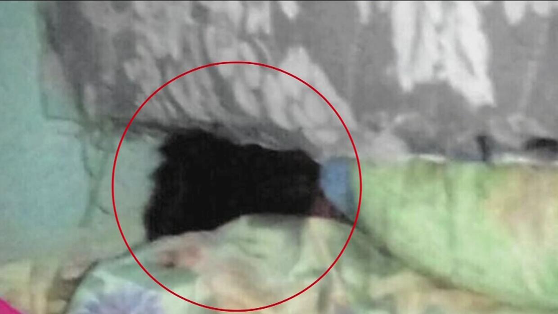 Abuelos durmieron varios días con su nieto muerto debajo de la cama