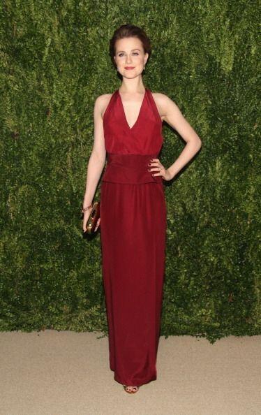 La actriz Evan Rachel Wood sustituyó el previsible negro por el granate,...