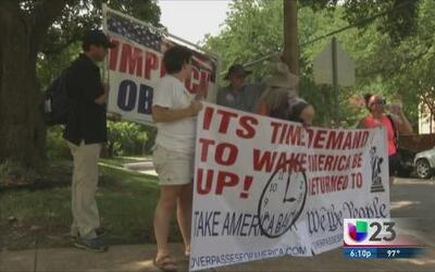 Protestan contra Obama en Dallas
