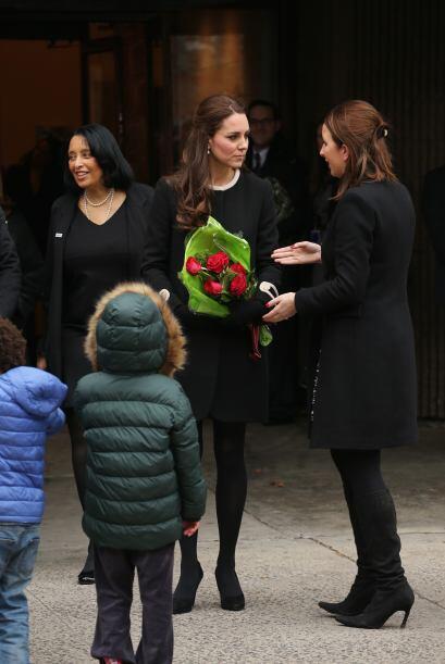 Kate fue calurosamente recibida por toda la gente.