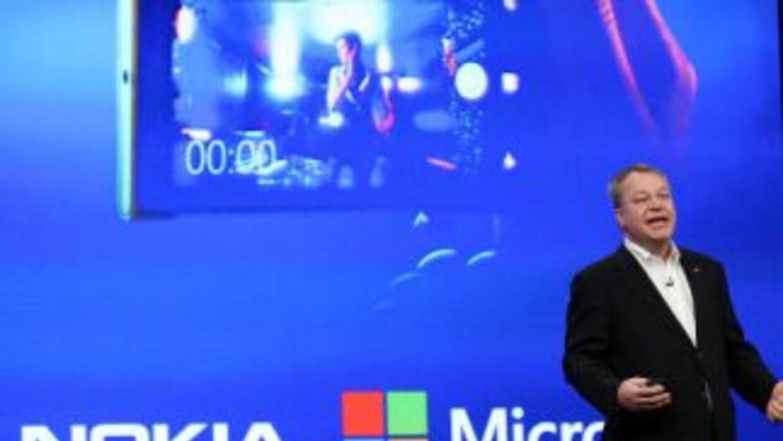 La firma Microsoft anunció que ha completado la compra del negocio de di...