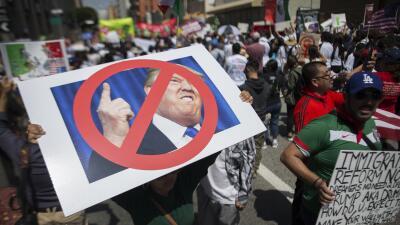 Manifestantes anti-Trump el 1 de mayo en Los Ángeles