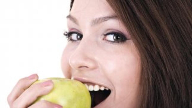 La manzana verde es deliciosa y muy buena para la salud