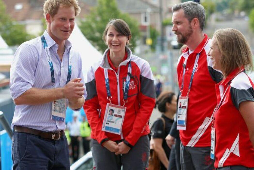 William y Harry saludaron a los atletas.