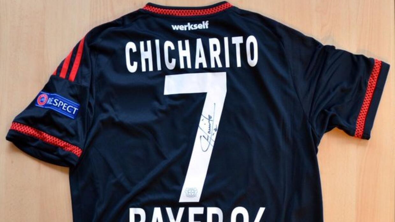 Playera de 'Chicharito' donada a lucha contra la leucemia.