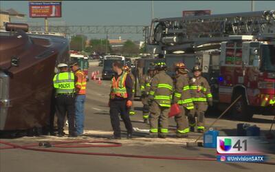La volcadura de un camión de carga paraliza el tráfico en la I-10