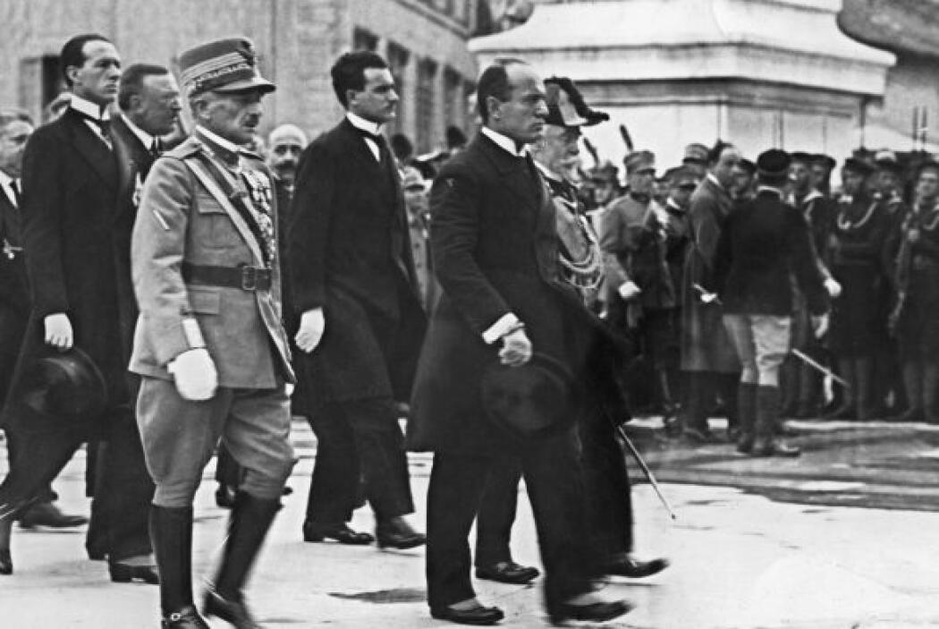 BENITO MUSSOLINI.- Militar, político y dictador italiano. Ejerció su dic...