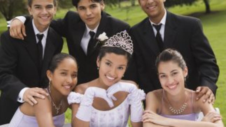 Los hispanos en EEUU planifican la fiesta de sus hijas con años de antic...