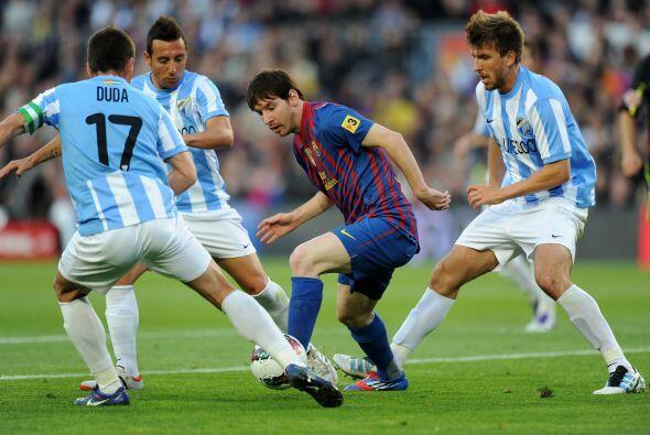 Mientras tanto, Messi jugaba con la mente puesta en el récord de...